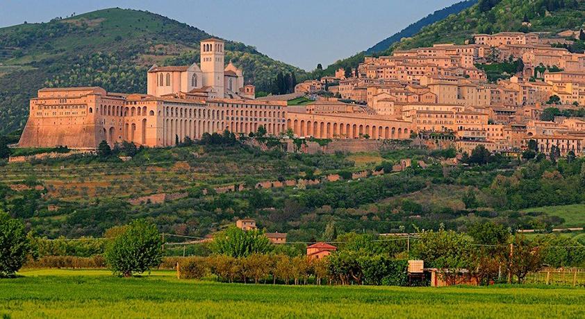 Castello con Suite e Ristorante vicino Assisi