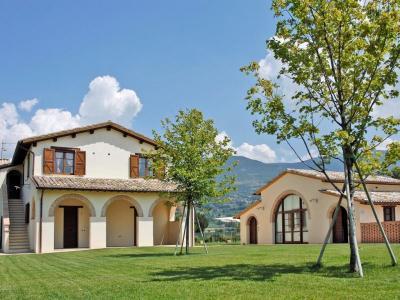 Casale con appartamenti ad Assisi