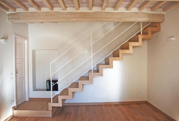 scala di arredo scatolata legno rovere design