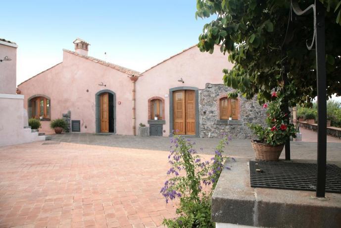 Agriturismo con case rurali ristrutturate vicino all'Etna