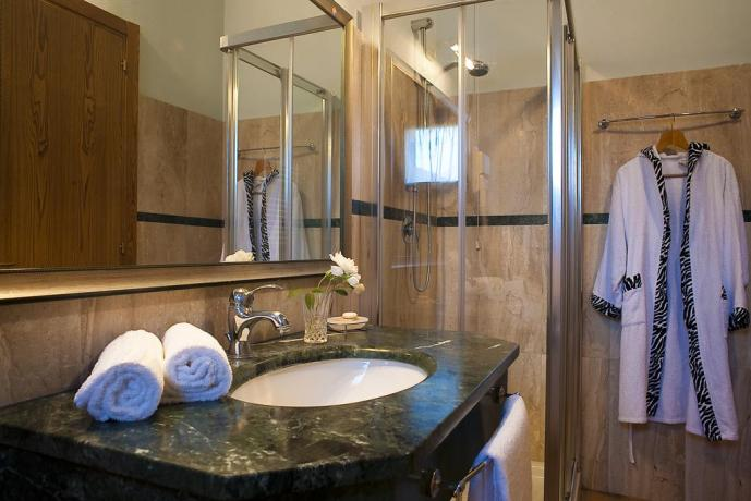 Bagno privato dell'appartamento bilo con doccia