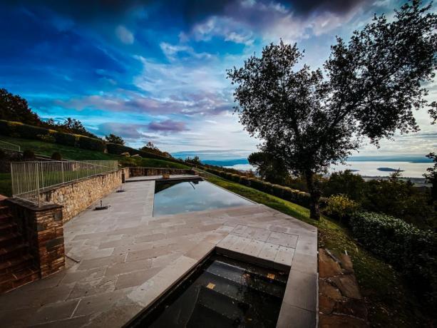 Piscina panoramica e Jacuzzi Villa esclusiva in Umnbria