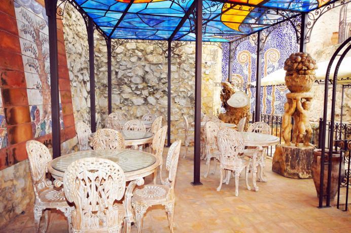 """Hotel in Sicilia con portico """"della Conca d'oro"""""""
