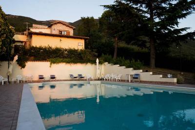 Agriturismo panoramico con piscina a trevi casa vacanze con appartamenti in umbria - Appartamenti in montagna con piscina ...