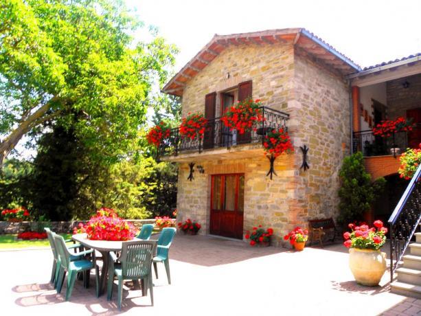 Camere e Appartamenti con Giardino a Gubbio