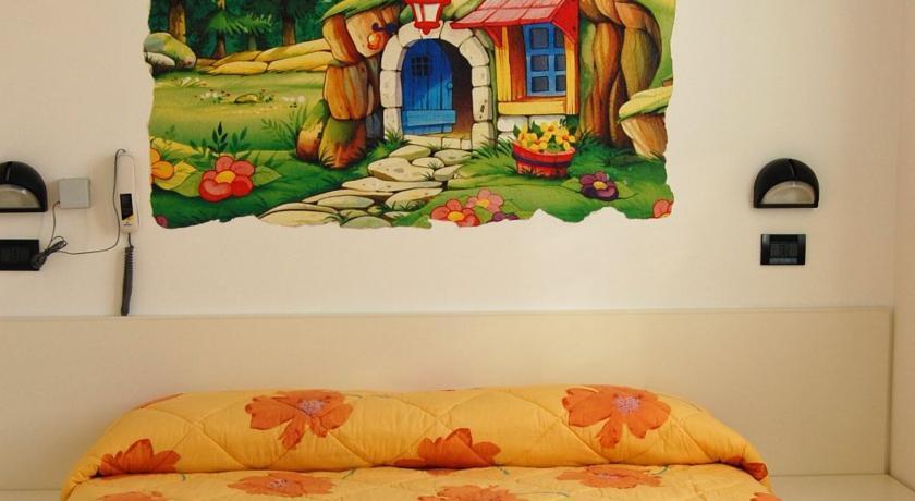 Camera con dipinto casa 7 Nani