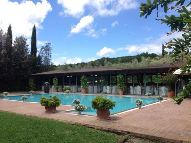 Piscina privata con ampio giardino a Narni