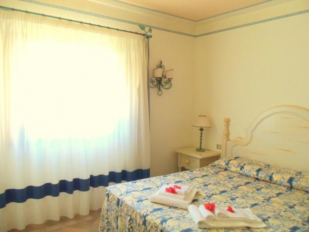Biancheria da letto camera residence vicino Porto Cervo