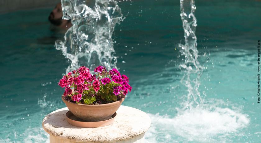 Hotel a Saturnia con piscina termale, solarium