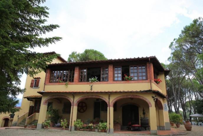 Casa Vacanza in Toscana, portico attrezzato