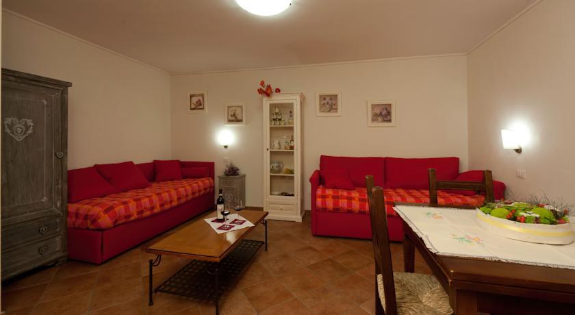 """Appartamento """"Family"""" - soggiorno con divani"""