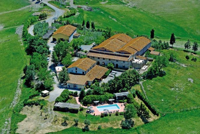 Agriturismo a Volterra con piscina in campagna