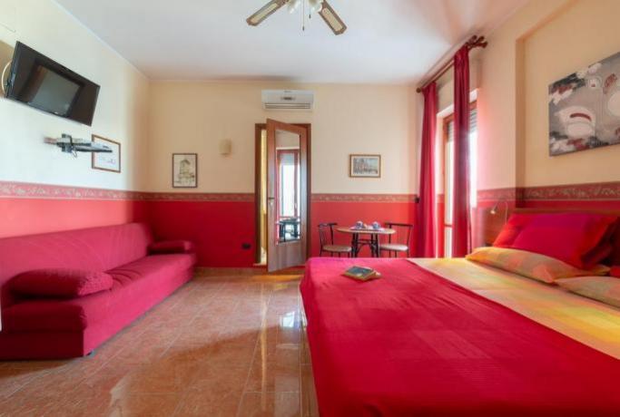 Camera matrimoniale con Salone e Tv a Lecce