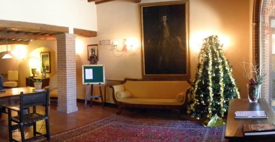Hotel a Pozzuolo con salone, camere vista lago