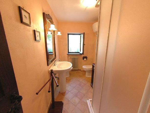Bagno privato con doccia economico Orvieto