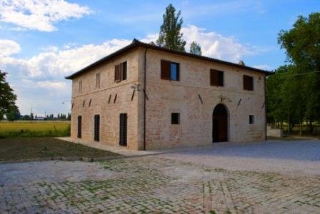 A Foligno Villa con 2 Appartamenti, Parcheggio privato e un ampio Giardino