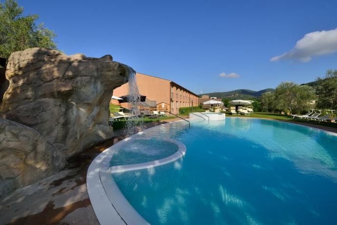 piscina in hotel 4 stelle a Perugia