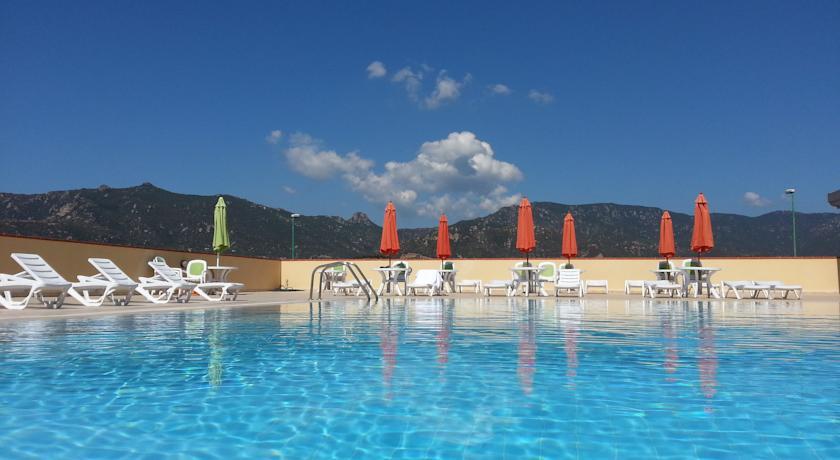 Residence con piscina attrezzata