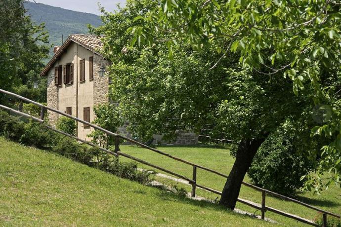 Casali ideali per Famiglie e Gruppi vicino Assisi
