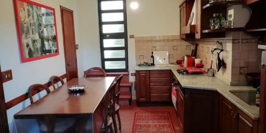 Cucina abitabile in casa vacanza esclusiva Collodi