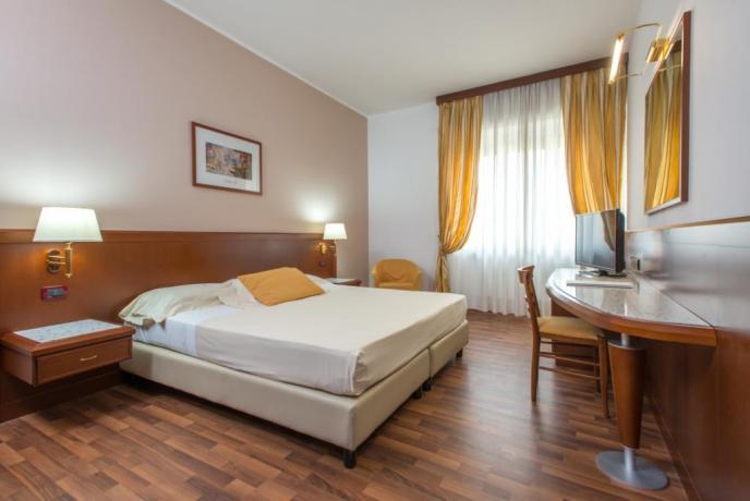 Camere matrimoniali in Calabria, ristorante, piscina e solarium