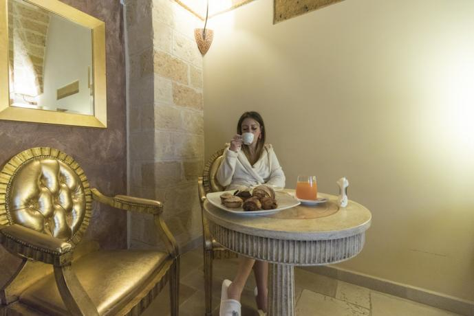 Prima colazione in hotel a Cellino San Marco