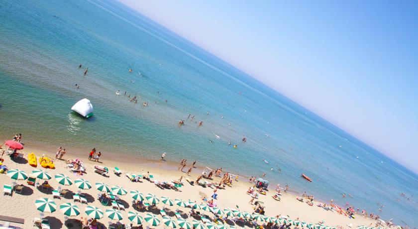Hotel con Piscina sulla Spiaggia di Anzio