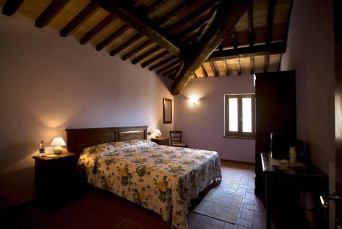 Camera Matrimoniale Travi in Legno