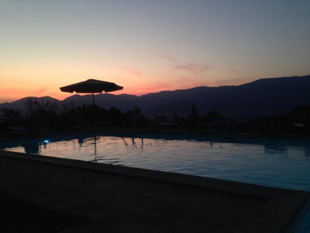 casolare panoramico con piscina esterno