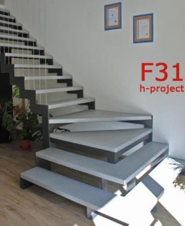scala con cosciali e gradini bugnati