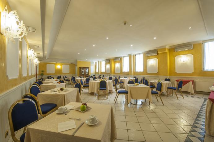 Sala per le colazioni nell'hotel di Foligno