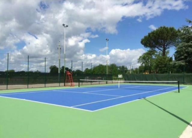 Campo da Tennis vacanze in Toscana Laterina