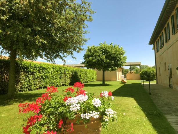 Casale con appartamenti vacanze a Spello