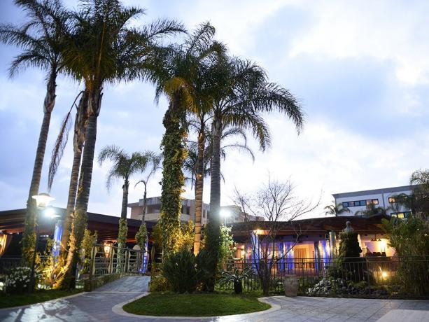 Grande Hotel 4stelle Battiglia con giardino con piscina