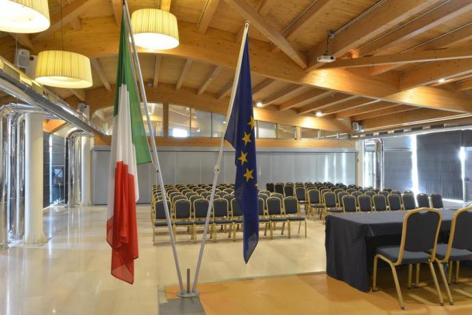Grande Sala Congressi attrezzata in hotel4stelle Lecce
