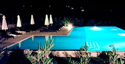 Piscina notturna. Location romantica