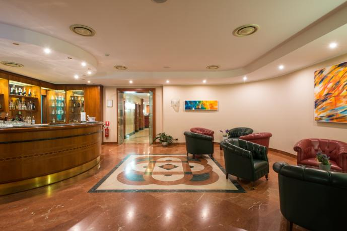 Hotel 4 stelle con piscina, ristorante, sala congressi