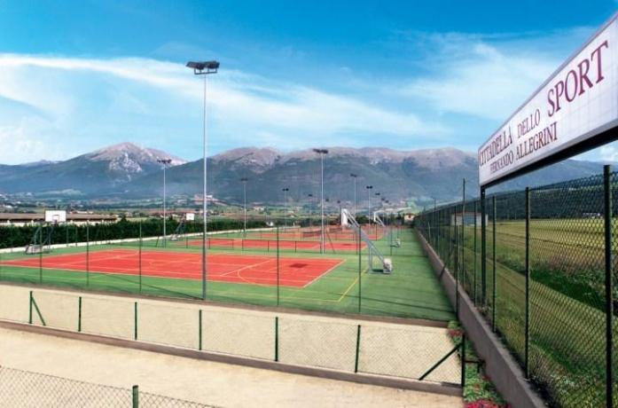 Hotel con campo da tennis