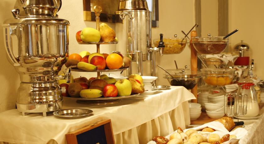 Colazione a buffet nell'Hotel di Milano