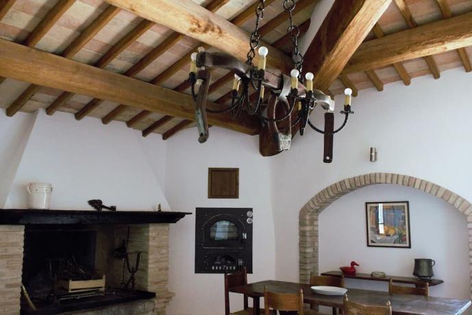 Dependance sala pranzo camino castello medievale Gualdo Cattaneo