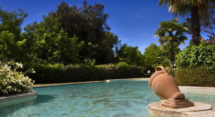 Relax in Piscina con idromassaggio