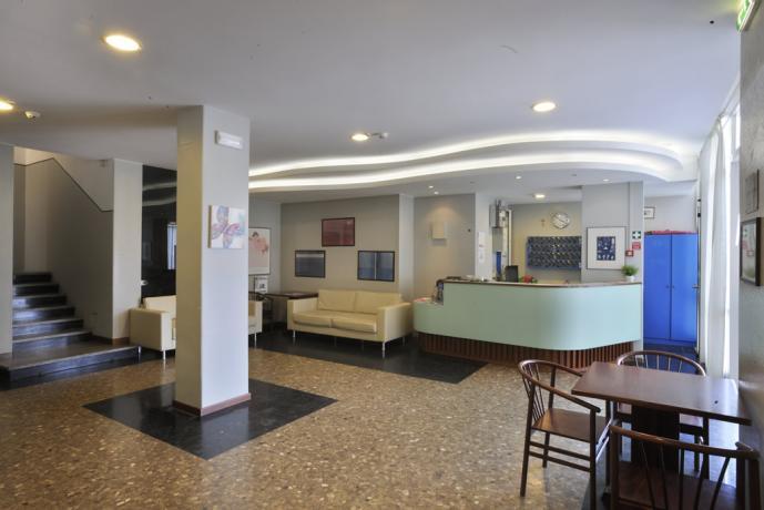 Reception albergo 3 stelle a Pesaro