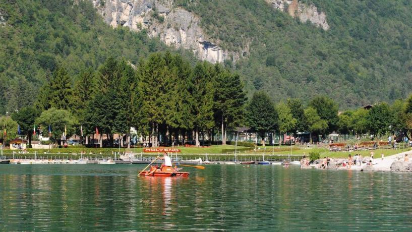 Hotel a Molveno con laghetto