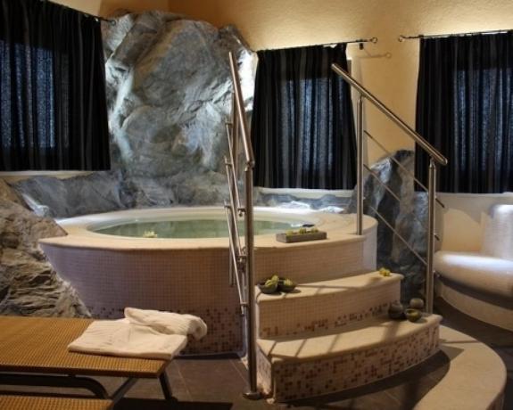 Vasca idro Centro Benessere dell'hotel in Sicilia