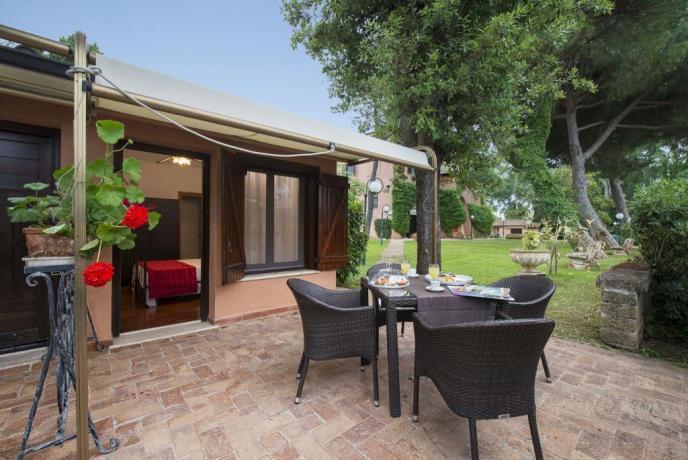 Esterno della Camera con patio e salotto
