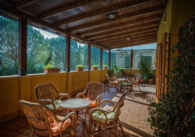 Terrazzo interno in affittacamere vicino Assisi e Basilica