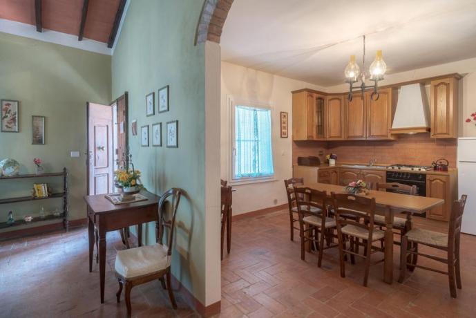 Villa per gruppi Umbria cucina completa appartamento-larosa-canina