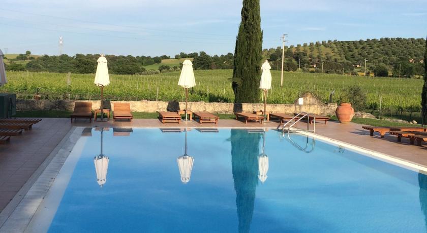 Agriturismo con piscina e ristorante a Saturnia