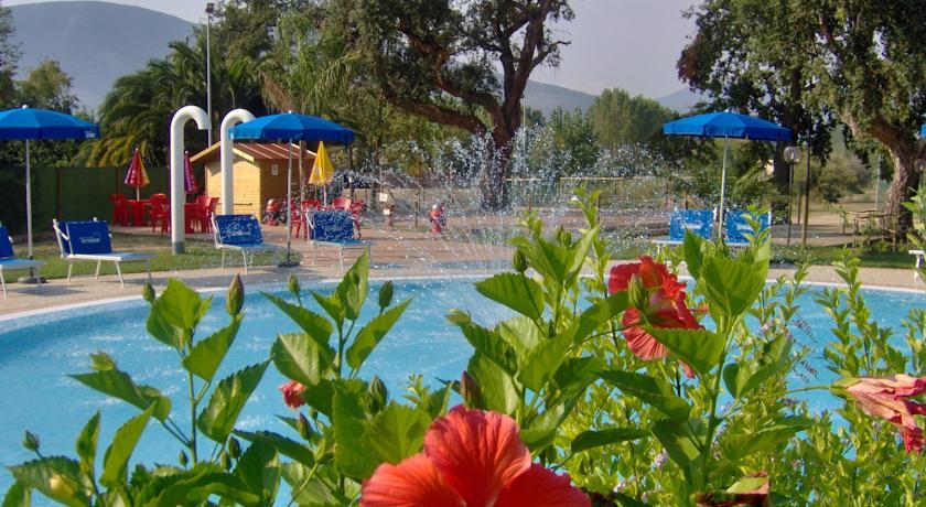 fondi-latina-campeggio-villaggio-animazione-piscinaidromassaggio