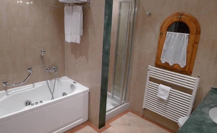 Bagno vasca idromassaggio: Resort La Magia